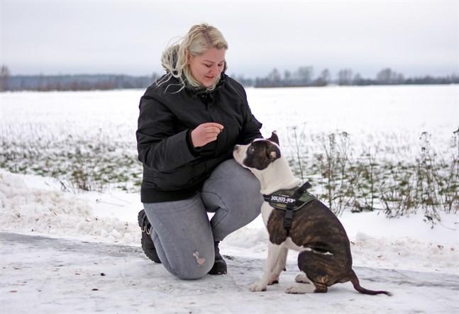 Anna-Karin Skogman och Grace tränar dagligen. Snart ska de börja på hundkurs.