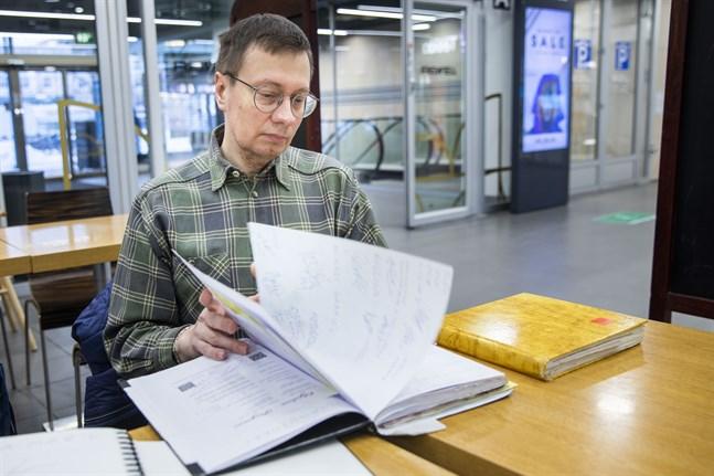 Vasabon Tero Seulanto har samlat autografer sedan 2005. Han har fem stora böcker med namnteckningar av kända och mindre kända finländare.