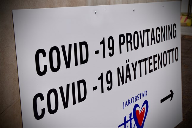 Antalet positiva coronatester har ökat jämfört med början av månaden.
