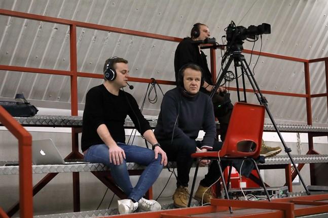 Björn Bredbacka och Sören Bäck refererade Jaromatchen som direktsändes exklusivt för ÖT:s prenumeranter.