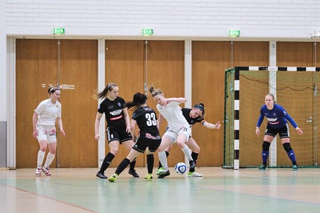 Det blev ingen ligamatch i Vamia i helgen. Bilden är från FC Sport – KaDy i slutet av januari.