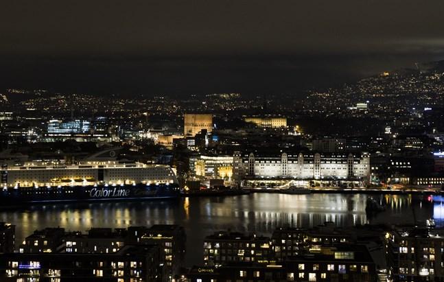 Oslo och många grannkommuner har belagts med stränga smittskyddsregler efter att en virusmutation upptäckts hos en grupp personer i en kommun.