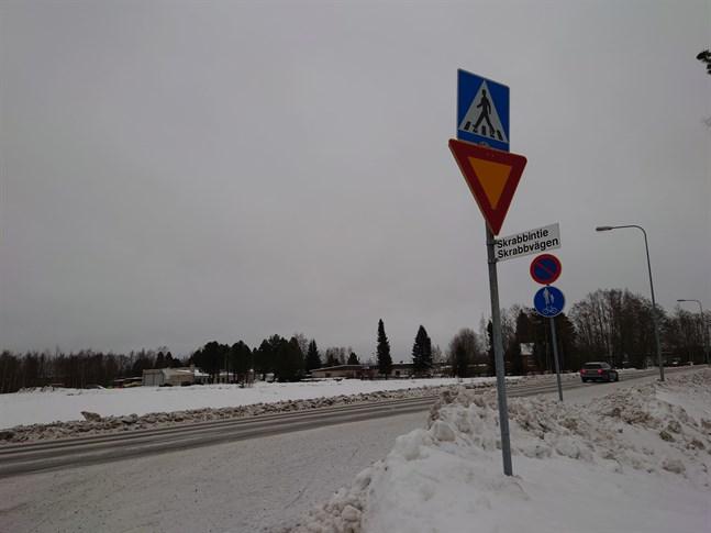 Korsningen Ventusvägen-Skrabbvägen. Skrabbvägen är en gränd.