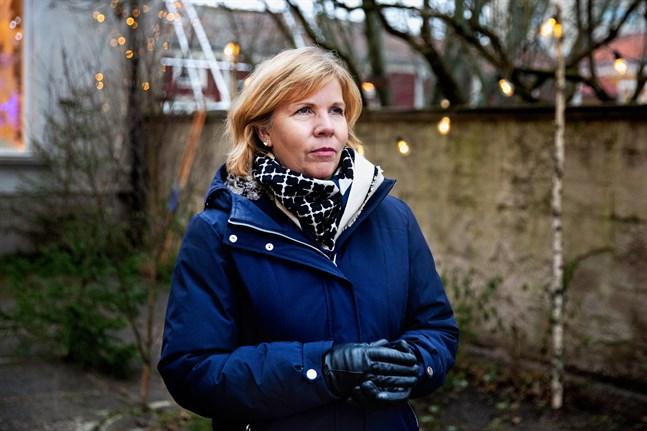 Justitieminister Anna-Maja Henriksson vill inte att Finland hamnar i en situation där beredskapslagen behöver tas i bruk för att stoppa coronavirusets framfart.