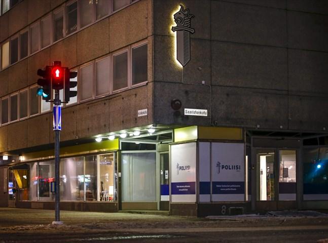 En mamma och hennes två barn hittades döda på ett hotell i centrala Uleåborg på måndagen. Polisen misstänker en familjetragedi.