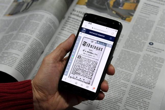 Hela 95 procent av alla finländare som har fyllt 15 läser dagstidningar. Det visar en enkät som Media Audit Finland och Kantar TNS har låtit göra. Finlands första dagstidning, Tidningar utgifne Af et Sällskap i Åbo, gavs ut för 250 år sedan.