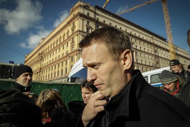 """Protester för att Aleksej Navalnyj ska släppas ur fängelse kommer att hållas utanför säkerhetstjänsten FSB:s högkvarter som brukar kallas """"Lubjanka"""" efter torget framför det. Här deltar Navalnyj själv i en protest där år 2012. Arkivbild."""