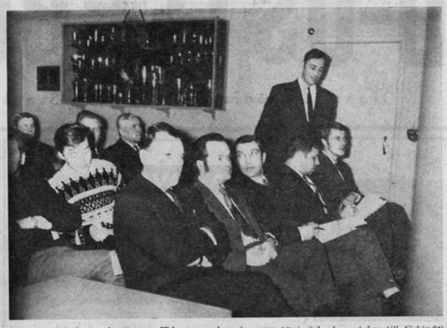 På bilden ses från vänster Hans Ingvesgård, Pentti Sepponen, Erkki Ikkelä-Koski, Dan Witting, Seppo Kauppila, Tom Simonsen och stående Jan-Ole Svens.
