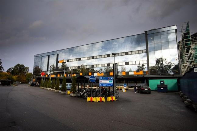 En i personalen på Vasa centralsjukhus har corona och nu befarar man att personal i kafferum och matsal utsatts för exponering.