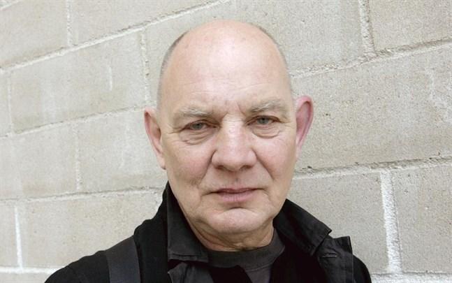 Lars Noréns verk finns tillgängliga i SVT och SR.