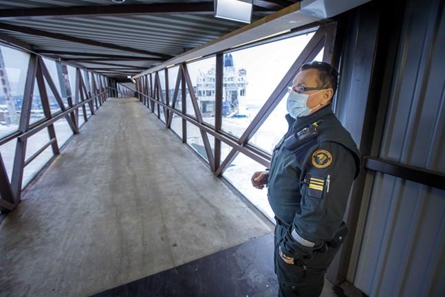 Gränsbevakarna har övervakat gränstrafiken i Vasa hamn sedan mars i fjol.