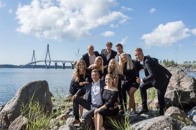 Studentföreningen Brobyggarna är en av de populärare i Vasa. Medlemmarna studerar på olika högskolor.