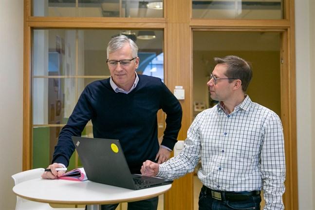 Jarl Sundqvist och Fredrik Sandelin jobbar på Concordia. Concordia har kartlagt Jakobstadsregionens framtida behov av arbetskraft.