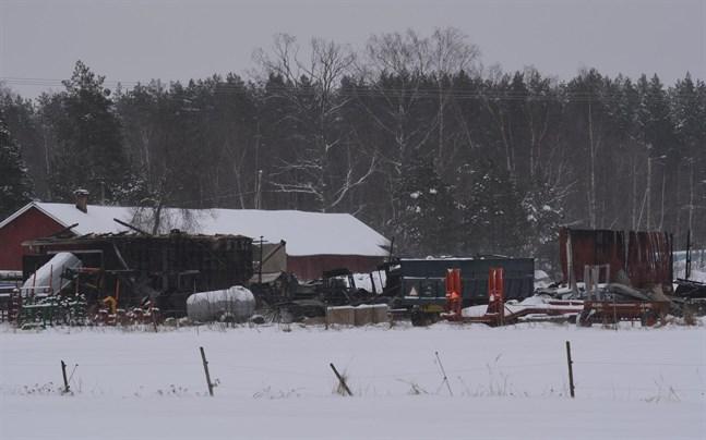 Det var inte mycket som återstod av den 160 kvadratmeter stora maskinhallen efter nattens brand.