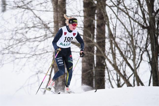 Felicia Krook är en av medaljkandidaterna i D-18 i junior-FM på skidor. Bilden från ÖID-mästerskapen i Vörå tidigare denna säsong.
