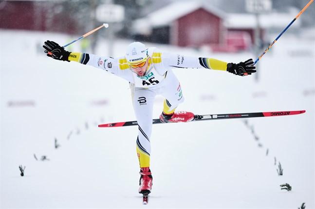 Kasper Lönnbäck stod för en intressant målgest när han förde IF Minken till seger i herrklassen.