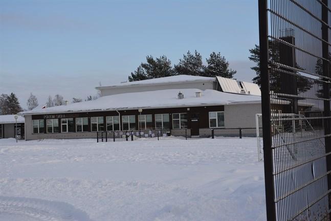 Pörtom skola övergick till distansundervisning på fredagen i förra veckan och såvida inget oförutsett återvänder eleverna till skolan på måndag.
