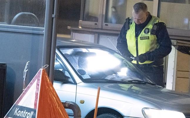 Polisen varnar för att kontroll av covidtest vid gränsen tar resurser.