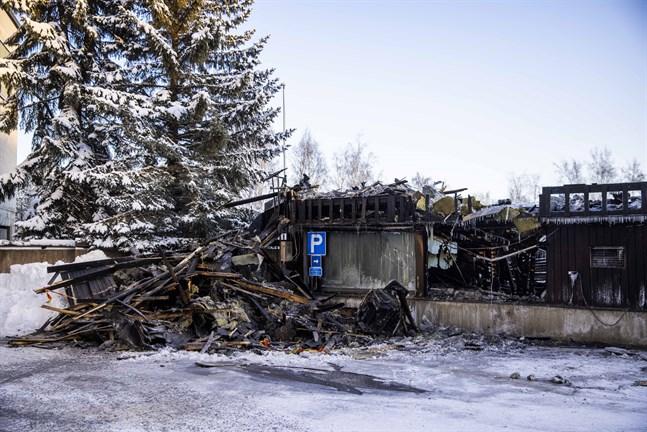 Den cirka 100 kvadratmeter stora byggnaden totalförstördes i branden på måndagskvällen.