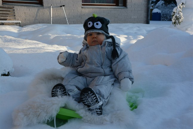 Milo Mäkelä i Kristinestad var den första som föddes på Vasa centralsjukhus detta årtionde. Nu har han redan blivit ett år.