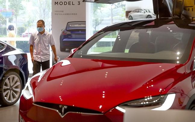 Tesla tvingas nu återkalla 134 000 bilar i USA.