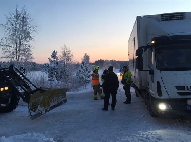 En traktor och en lastbil var inblandade i en krock på Norra Munsalavägen.