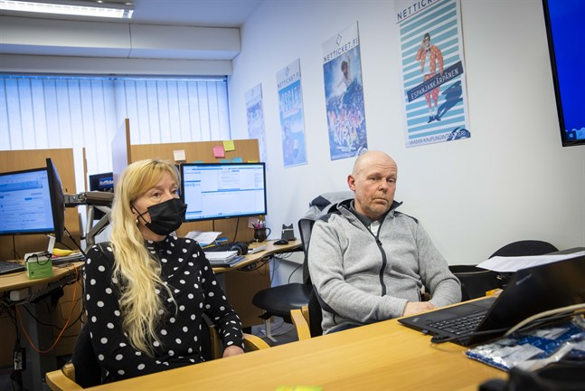 Louise Hernberg-Mandell och maken Jonny Mandell äger Netticket tillsammans. Louise var tidigare barnträdgårdslärare inom språkbad. Hon omskolade sig och blev färdig merkonom våren 2020, men har varit på Netticket på läroavtal sedan oktober 2018.