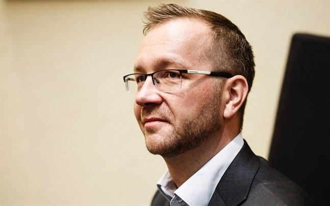 Centralhandelskammarens vd Juho Romakkaniemi hoppas att de finländska myndigheterna omedelbart börjar förbereda ett vaccinationsbevis som fungerar även utomlands.