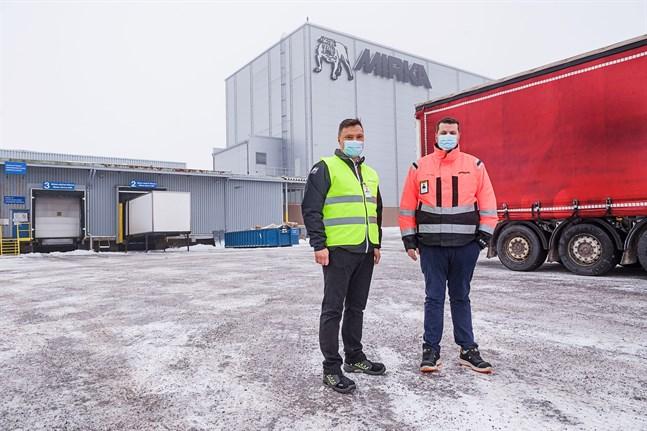 Om ett år är marken där Joachim Rännar och Johan Vestlin står inbyggd med en ny logistikhall på knappt en halv hektar och lastramperna dubbet fler, eller 21, jämfört med i dag.