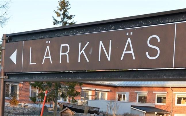 Efter nio år som vikarie och inhoppare har Natalja Häggblad slutat på Lärknäs i Korsnäs. Hon fick aldrig någon ordinarie anställning där.