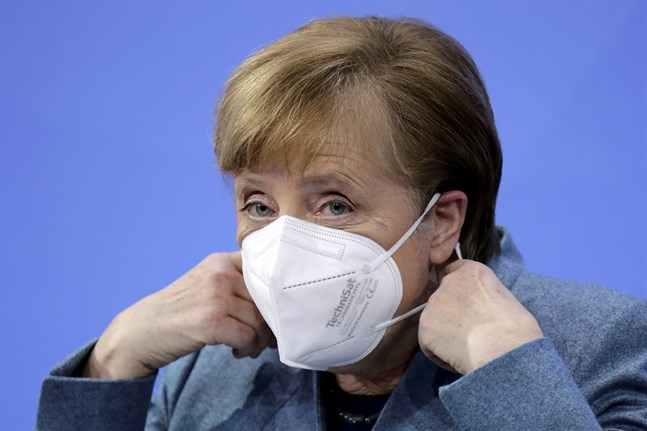 Tysklands förbundskansler Angela Merkel berättar i en tv-intervju att hon ofta ligger sömnlös och våndas över alla beslut som måste fattas till följd av pandemin. Bild från den 1 februari.