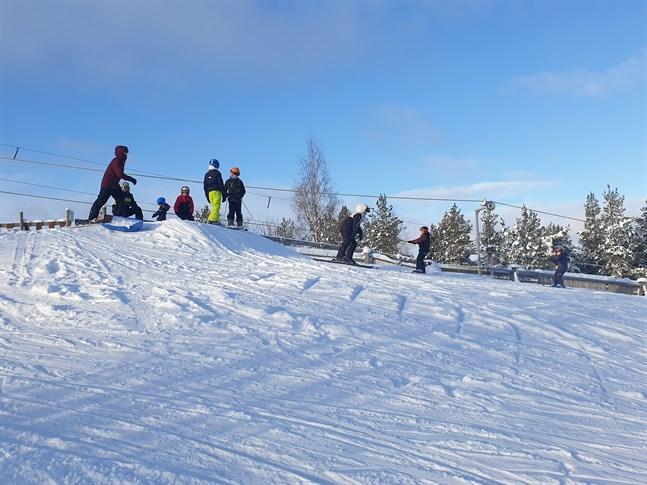 Full fart i Bergöbacken under lördagen.