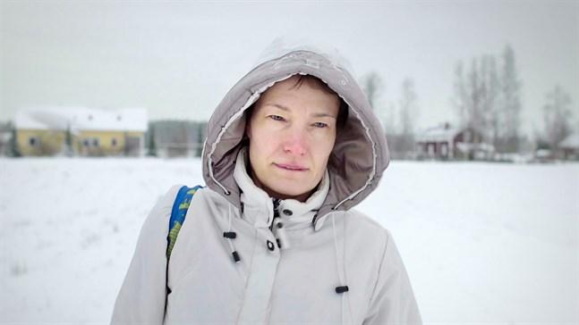Linda Karlström från Kronoby, högljudd röst inom den svenska antivaccinrörelsen.