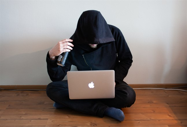 Droghandeln har flyttat ut på nätet med hjälp av Tor. Även i Österbotten köper och säljer man droger via nätet. Bilden är fingerad.