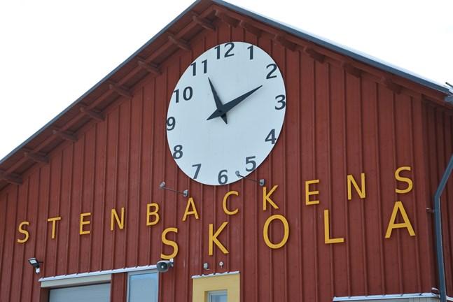 Valet av timlärare till Stenbackens skola i Kåtnäs ändrades då en sökande begärde omprövning.