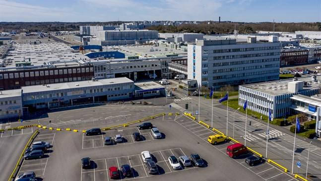 Volvo Cars återkallar 9000 bilar som byggts i fabriken i Torslanda. Orsaken är att en styrenhet till airbagen riskerar att lossna.