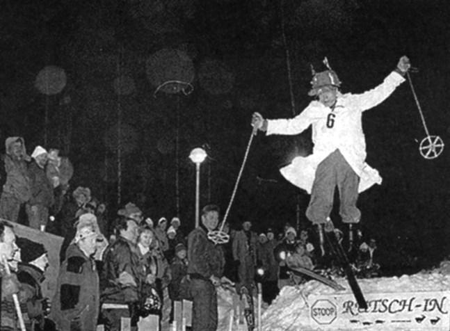 """Björn """"Skalpellen"""" Forsén hade en egen stil vad gäller utrustning, uthopp, flygfärd och landning. Men kudden verkade vara felplacerad hur han än landade i de båda hoppen. Lyckligtvis fick han inte användning för kryckorna som väntade i backen."""