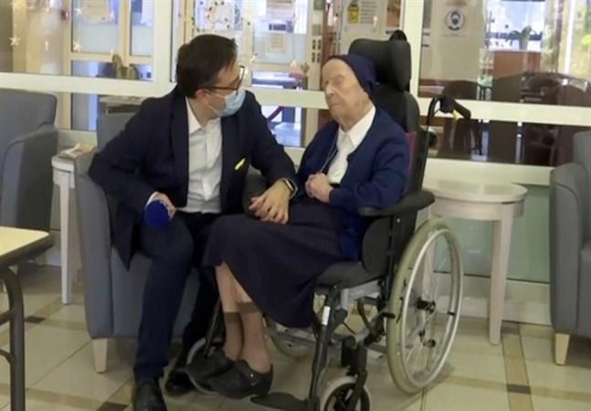 Syster André är Europas äldsta levande person och har överlevt covid-19. På torsdag firar hon sin 117:e födelsedag.