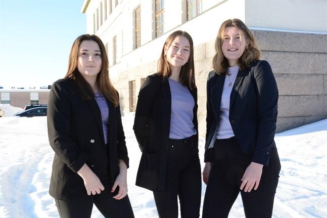 Ida Mannfolk, Sofie Lassfolk och Adeline Snickars blev både glada och överraskade över finalplatsen i Våga vara företagsam.