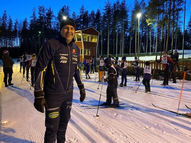 Johan Hertsbacka fortsätter leda NOK som i sommar ordnar ett storevenemang.