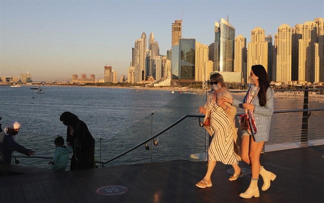 Dubai har marknadsfört sig som det ideala turistmålet i pandemin. Men nu ökar fallen av covid-19.