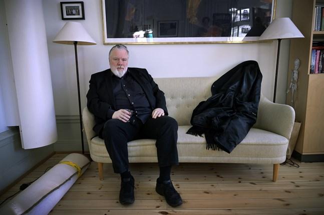 """Kjell Andersson har arbetat med artister som Ulf Lundell, Per Gessle och Plura. Nu har han skrivit boken """"Ingen går hel ur det här"""", som han kallar för sina arbetsmemoarer."""