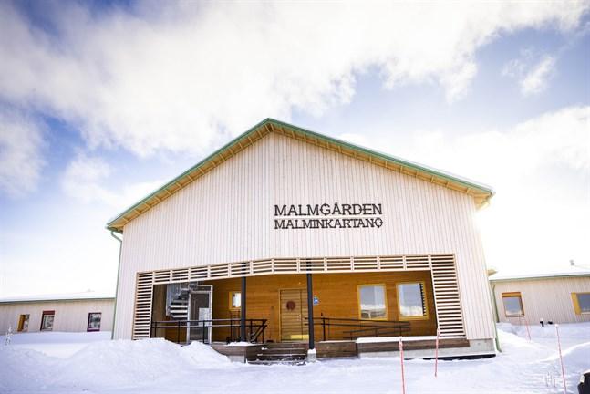 Malmgården är ett serviceboende i Malax. I samma byggnad finns också kommunens hemservice.