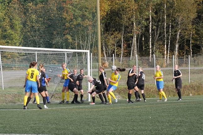Krafts damer är först ut av de lokala fotbollslagen att inleda säsongen. Damtvåan kör igång redan i mitten på april.