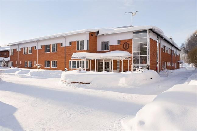 Nykarleby sjukhem firar trettio år med att ge personalen förtjänsttecken.