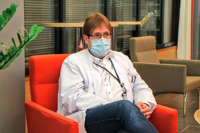 Infektionsöverläkare Marko Rahkonen konstaterar att Soites coronasiffror nu etablerat sig på en högre nivå än tidigare.