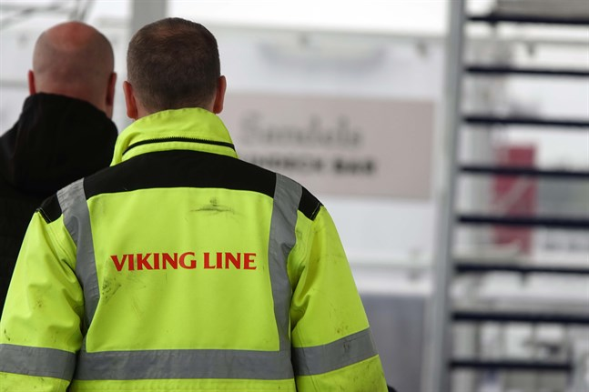 Permitteringarna av Viking Lines personal förlängs till den 31 mars nästa år.