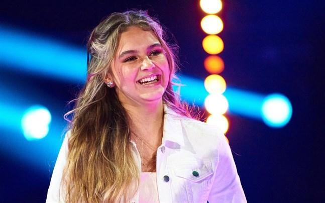 """En dokumentär om fjolårsvinnaren Mirella Roininen som vann 2020 med låten """"Landet ingenstans"""" publiceras på Yle Arenan den 25 februari."""