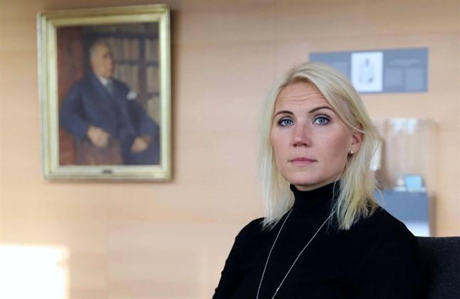 Vasa sjukvårdsdistrikts direktör Marina Kinnunenvälkomnar möjligheten att Regionförvaltningsverket nu kan genomföra obligatoriska hälsokontroller, alltså coronatest, på passagerare som kommer från utlandet.