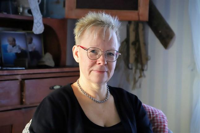 Gunilla Heikkilä umgås gärna med sina vuxna barn och sina barnbarn. Hon tycker också om att sticka och se serier på Netflix.